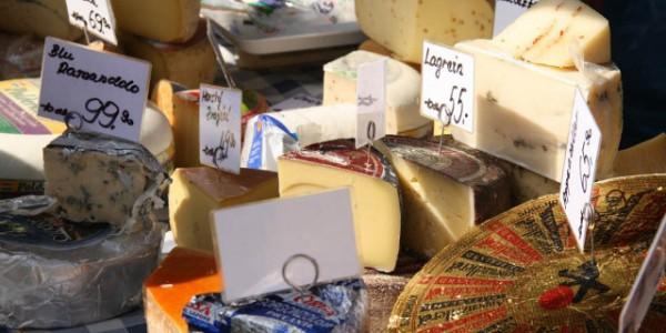 Sýry na farmářských trzích v Dejvicích